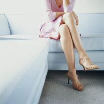 膝の黒ずみ、なぜできるの!?原因とケアの方法